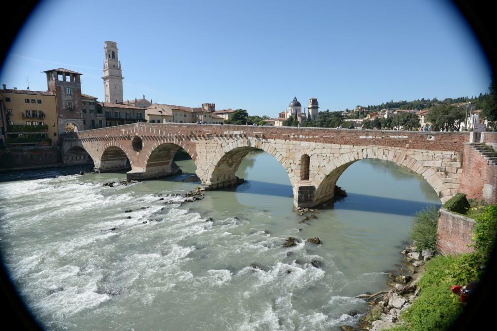 Most łukowy w Weronie