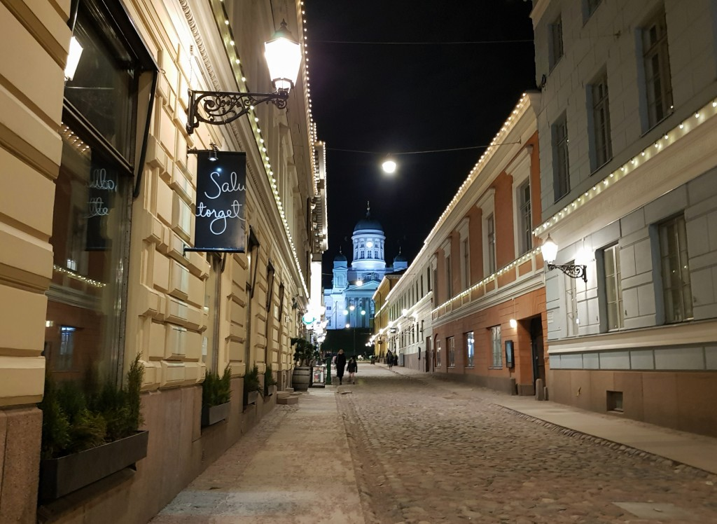 Helsinki nocą