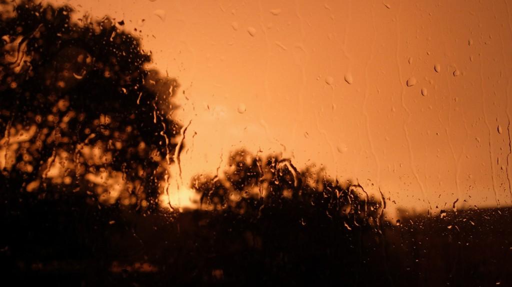 Deszczowy zachód słońca