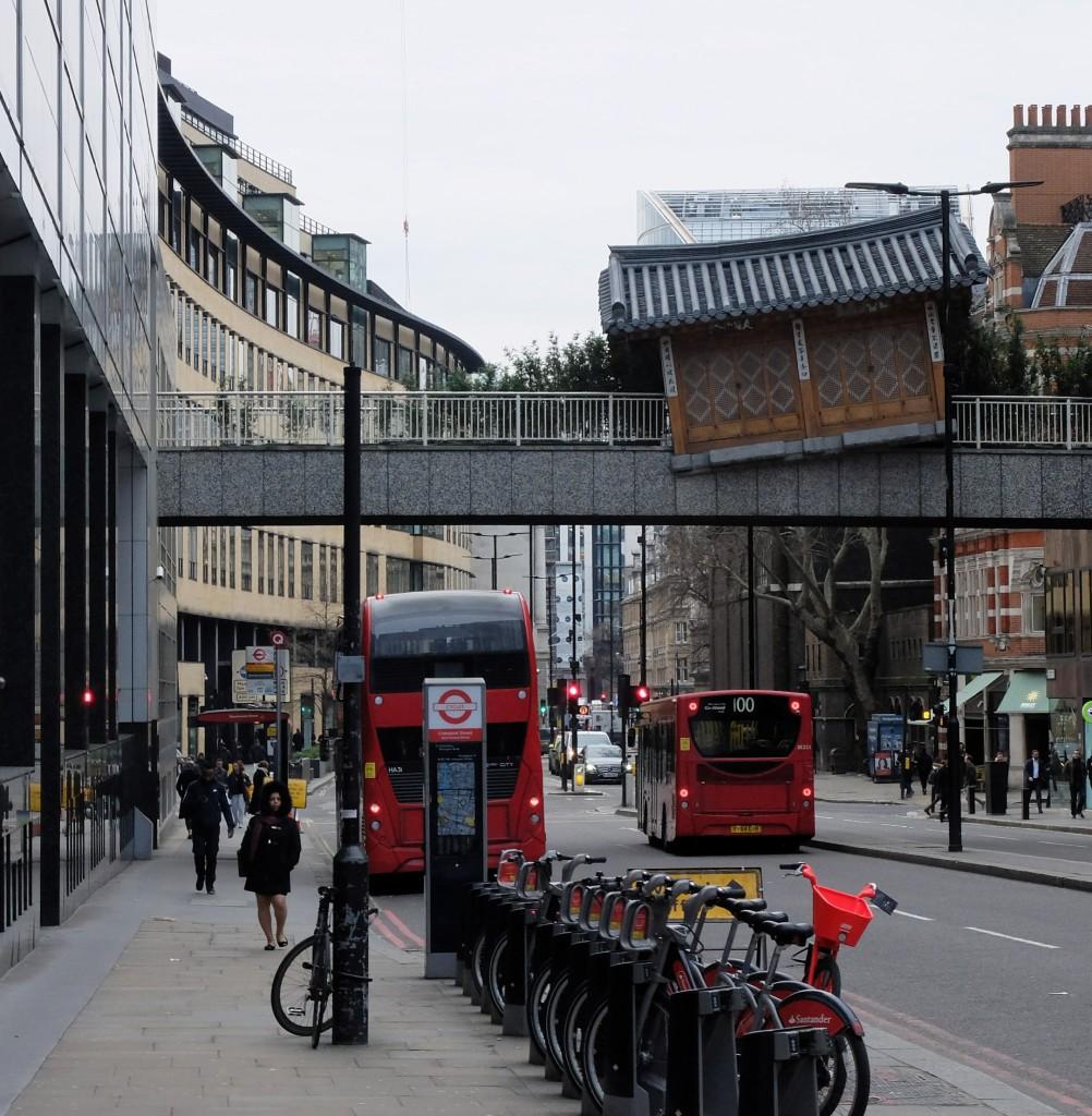 Londyn, dom na moście